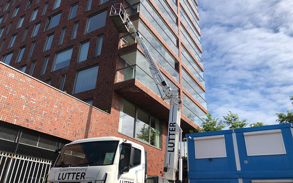 Glazenwasser hoogwerker Amsterdam